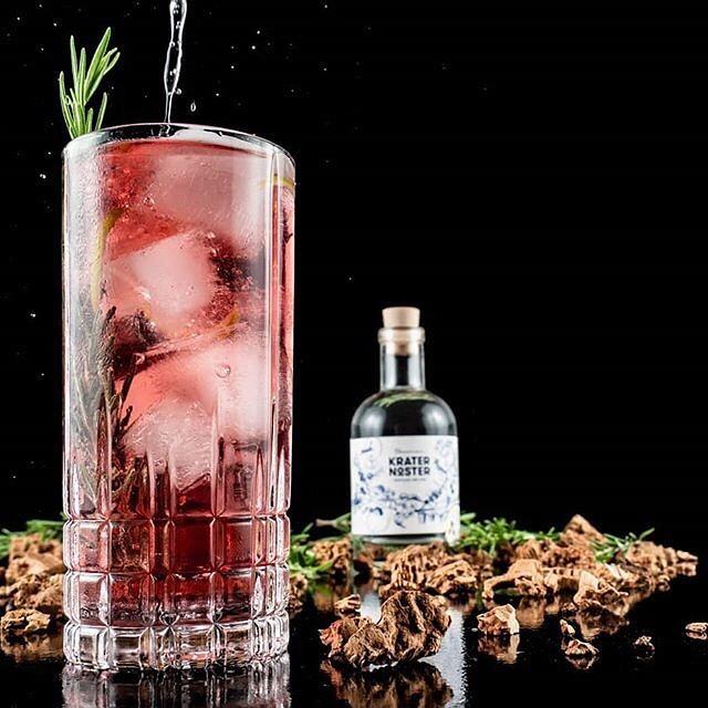 Rhubarb Cocktail und Krater Noster Flasche